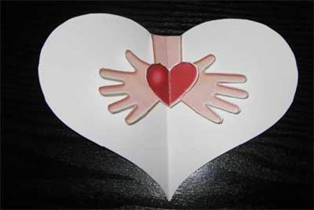 Сердечко внутри открытки