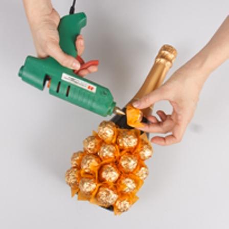 Украшение бутылок из конфет своими руками