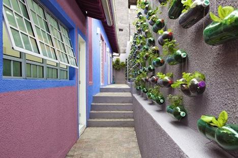Поделки в огород своими руками из пластиковых бутылок фото