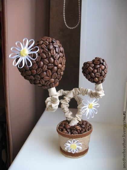 Ромашки из кофейных зерен своими руками