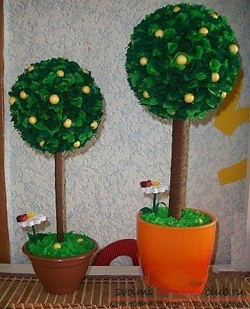 Дерево из гофрированной бумаги