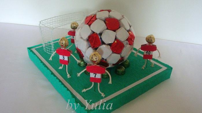 Футбольный мяч из конфет своими руками мастер класс