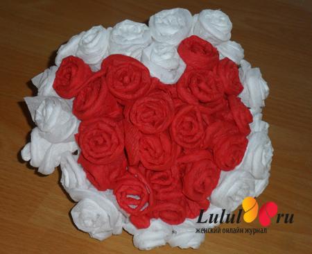 Как сделать розу из салфетки.