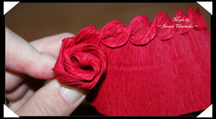 Как делать цветы из гофрированной бумаги поэтапно