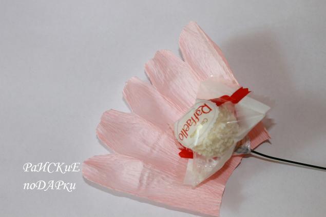 Как сделать розу из бумаги для конфет