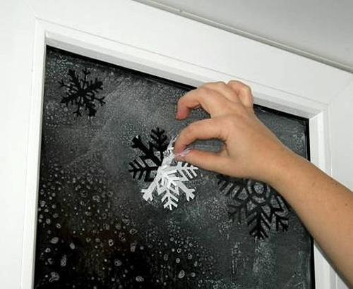 Украшение на новый год на окна своими руками фото
