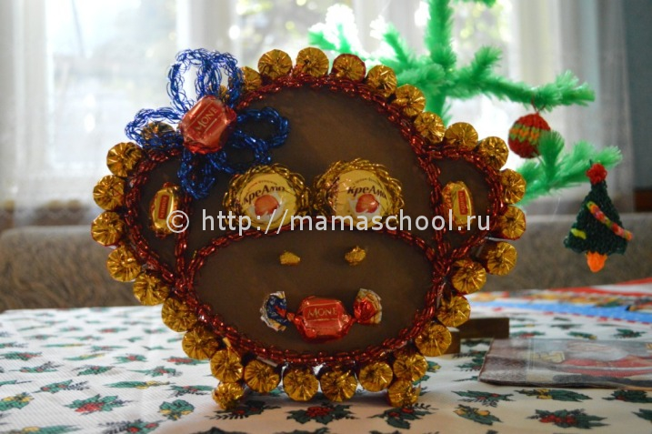 Обезьяна из конфет своими руками мастер класс фото