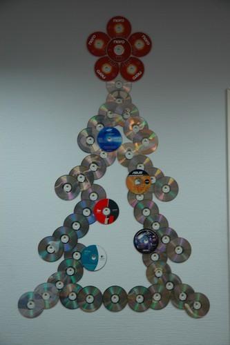 Как сделать елку из дисков сд