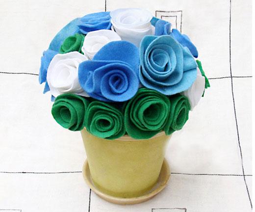 Цветы в горшочках из бумаги